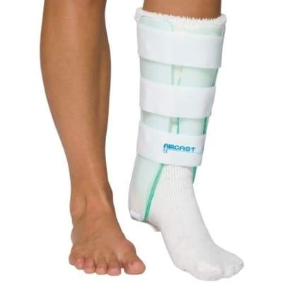 cavigliera-bivalva-pneumatica-a-gambaletto-con-pannello-leg-brace-aircast-03b-03d